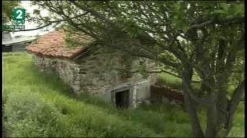Ще бъдат ли спасени стенописите в храма край село Червен брег?