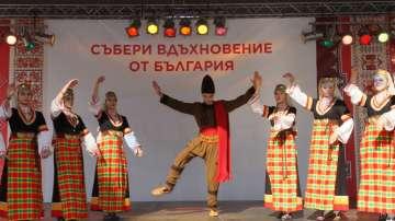 Фолклорен спектакъл пред Народния театър за шестия рожден ден на БНТ2 (ВИДЕО)