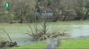 Високи подпочвени води в Хайредин наводняват сгради