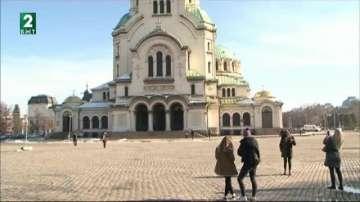 Премахнаха незаконната автогара пред храма Св. Александър Невски