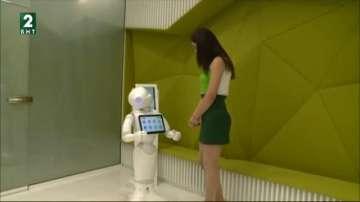 Говорещ робот посреща клиентите на банка във Варна