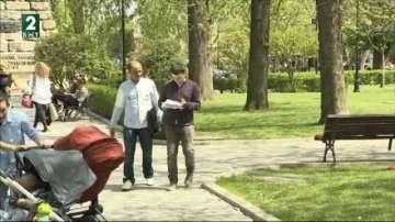 Семейство бежанци се борят с абсурдите в България