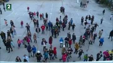 Популярни мелодии заместват училищния звънец във варненско училище
