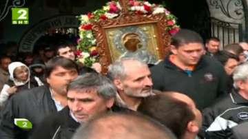 Шествие с чудотворната икона на Богородица в Бачково