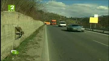 Свлачище заплашва главен път Е-79
