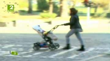 Защо майка изостави бебето си на улицата?
