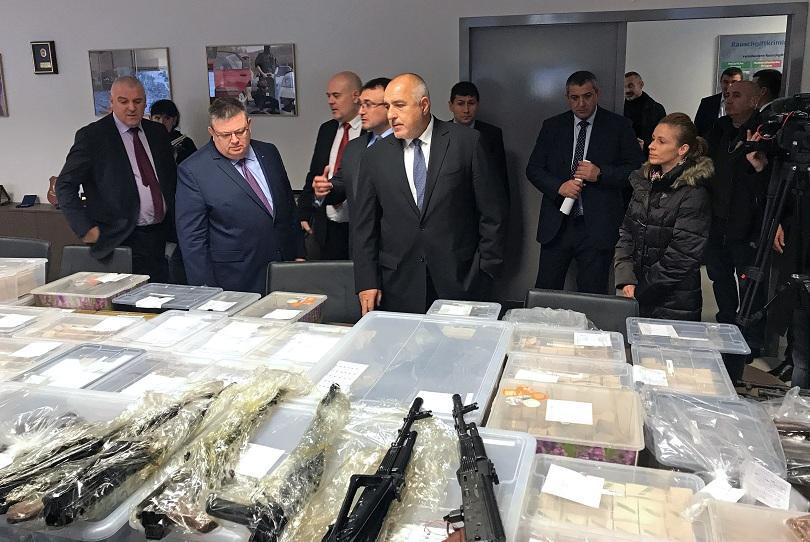 голямо количество оръжие заловено акция софия село габарево