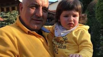 Борисов пак показа внука