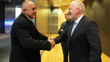 Борисов разговаря с Тимерманс в рамките на срещата на върха на ЕС