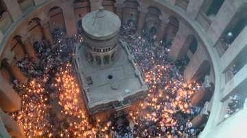 НА ЖИВО по БНТ: Запалването на Благодатния огън в църквата на Божи гроб