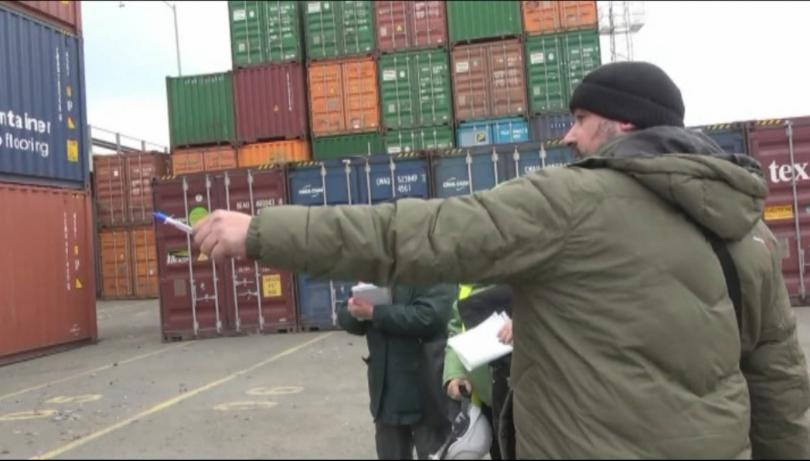 Снимка: Нова пратка боклук от Италия - откриха 20 контейнера на пристанище Бургас