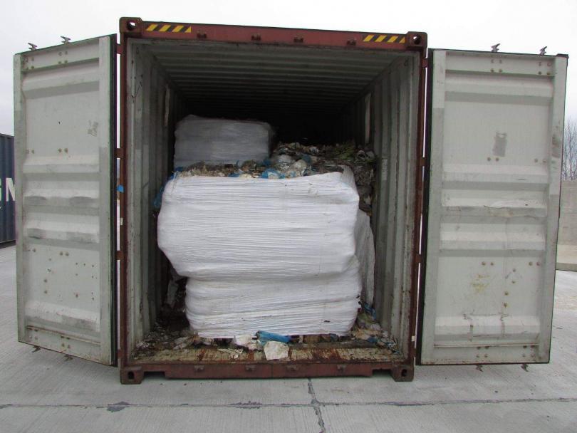 снимка 1 Контейнерите с боклук се очаква да бъдат натоварени на кораба за Италия в събота