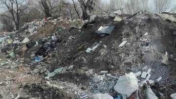 Глобяват собственика на терена заради боклука край дигата на река Чая