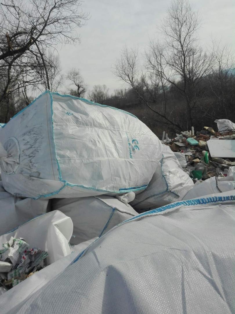 снимка 2 Откриха тонове боклук от Испания в коритото на река Чая край Катуница (СНИМКИ)