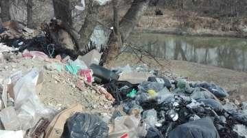 Откриха тонове боклук от Испания в коритото на река Чая край Катуница (СНИМКИ)