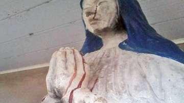 Статуя на Дева Мария плаче с кървави сълзи в Боливия