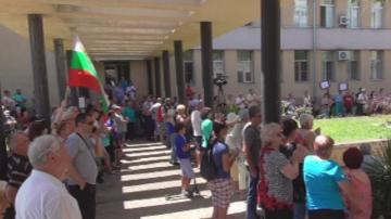 Граждани протестираха срещу промените във Видинската болница