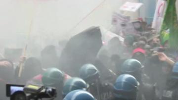 Размирици между полиция и демонстранти в Болоня