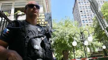Разследват заплаха за тероризъм след писма за бомба в БНТ, други медии и летища