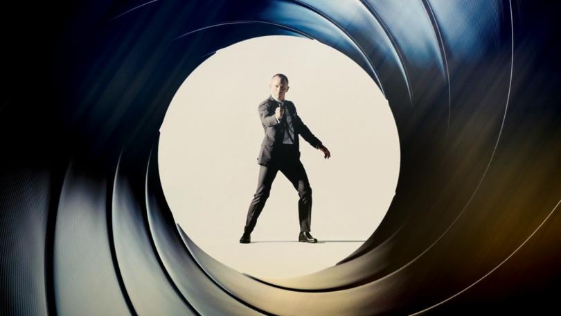 Джеймс Бонд ще бъде мъж, заяви продуцентката на филма