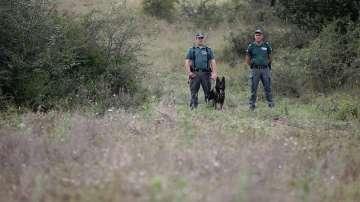 Задържаха два джипа в Бургас, натъпкани с 40 нелегални мигранти