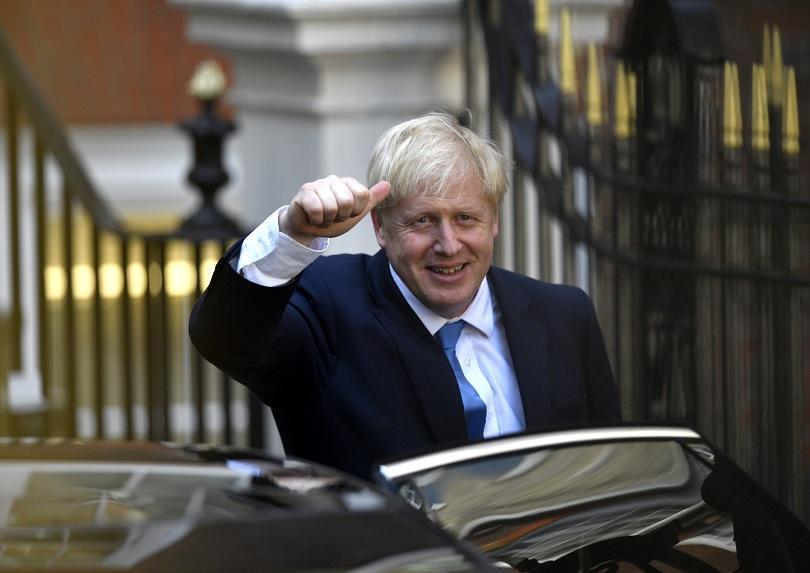 Борис Джонсън официално ще поеме премиерския пост във Великобритания днес.