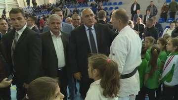 Премиерът Борисов откри нова спортна зала и депо за битови отпадъци