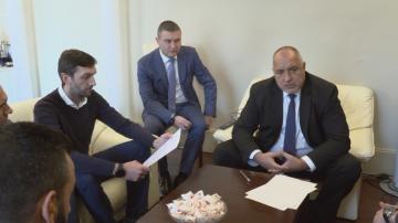 Фенове на Левски се срещнаха с премиера Борисов