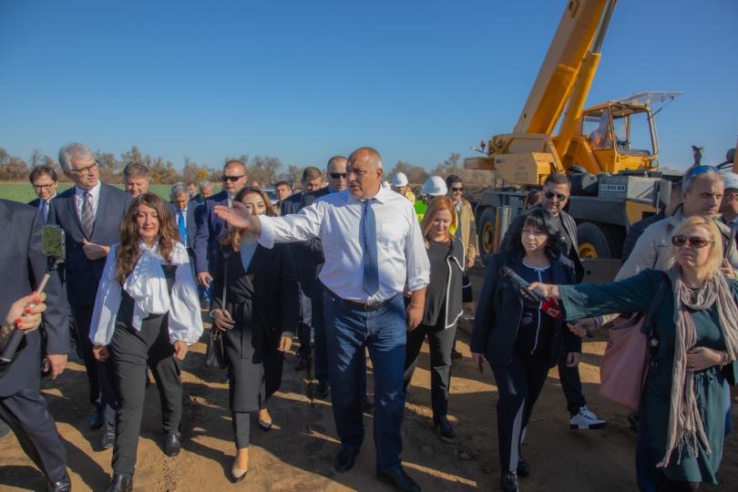 Премиерът Бойко Борисов заедно с енергийния министър Теменужка Петкова проверяват