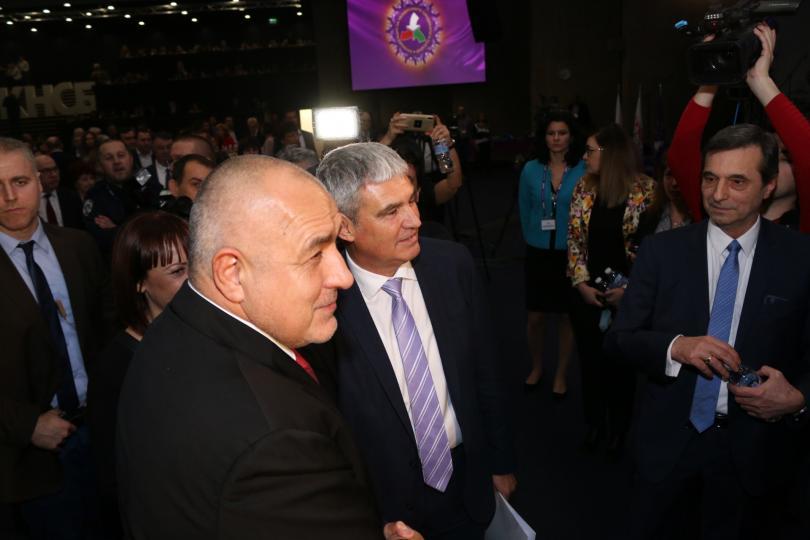 снимка 6 Борисов и Радев си стиснаха ръцете (СНИМКИ)