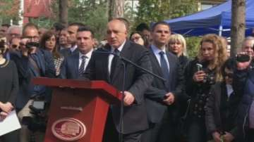 Бойко Борисов поднесе венец на паметника на загиналите евреи в Скопие