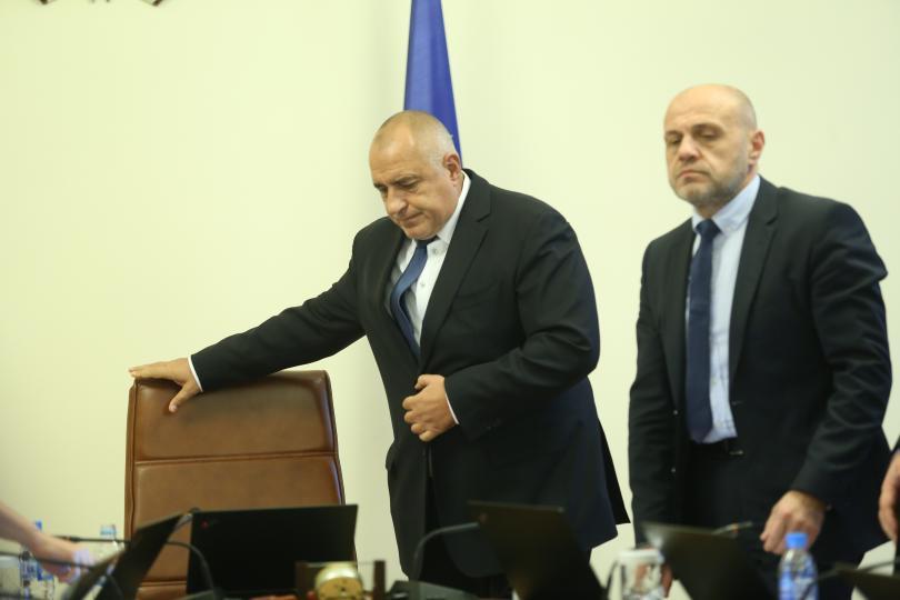снимка 1 Борисов: Надявам се причината за взрива в Пирогов да не е запалена цигара