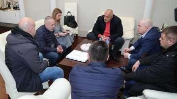 Бащата на убитото в Гърция момче се срещна с премиера и главния прокурор