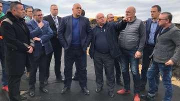 Борисов инспектира строежа на пътя Поморие-Ахелой
