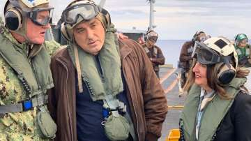 Борисов участва в опознавателна обиколка на самолетоносача на САЩ Хари Труман