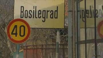 Подаръци за деца в Босилеград спрени на сръбската граница
