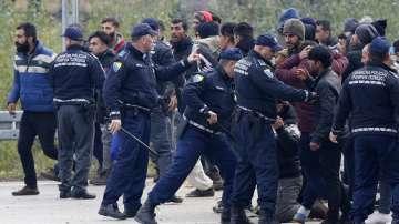 Стотици мигранти са блокирани в очакване да преминат от Босна в Хърватия