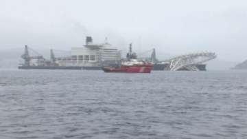 Най-големият строителен кораб в света затвори Босфора за шест часа