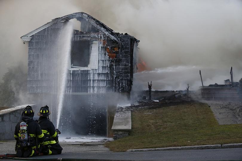 Най-малко 10 души са приети в болница с изгаряния след