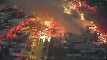 Пожар изпепели склад на фабрика за ковчези в Бостън