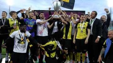 Футболният Ботев ще покаже купата на феновете в Пловдив