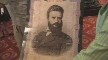 Цвета Караянчева подари на депутатите календари с образа на Христо Ботев
