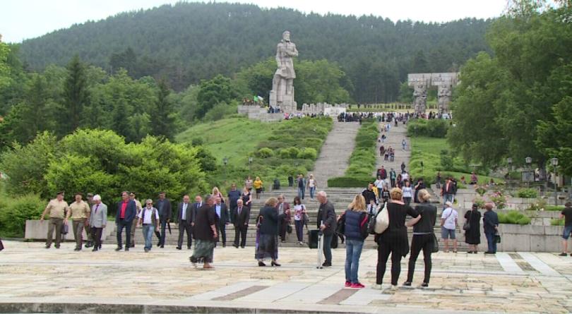 снимка 3 България се преклони пред подвига на Христо Ботев и загиналите за свободата