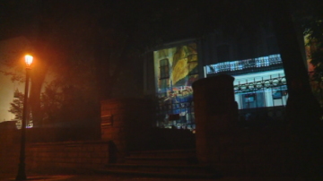 Светлинно шоу с картини на Златю Бояджиев