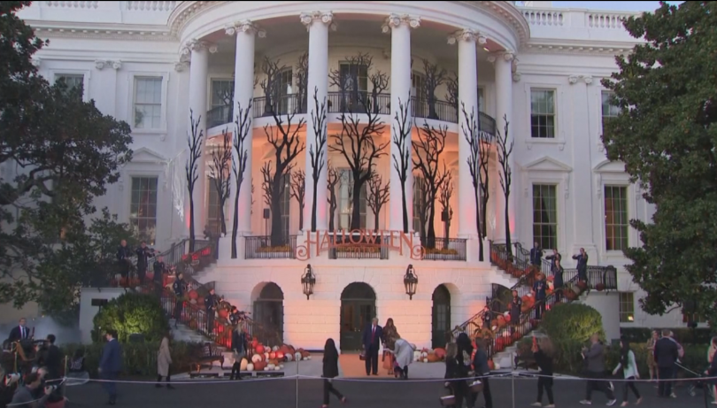 Снимка: В Белия дом посрещнаха гости по случай Хелоуин