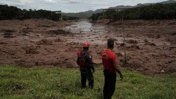 Спасителните екипи в Бразилия подновяват търсенето на оцелели