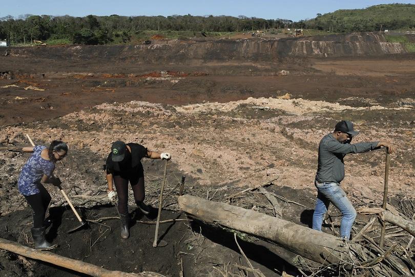 снимка 1 110 са вече жертвите от рухването на хвостохранилище в Бразилия