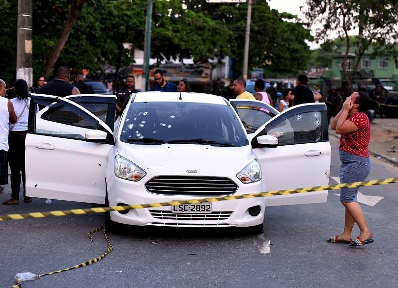 бразилската полиция застреля осем души рио жанейро