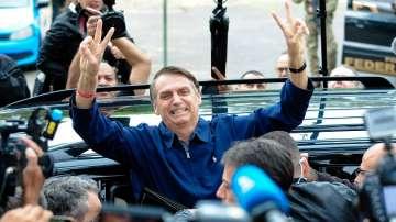 Бразилия избира президент, фаворит е крайнодесен, подкрепен от Роналдиньо