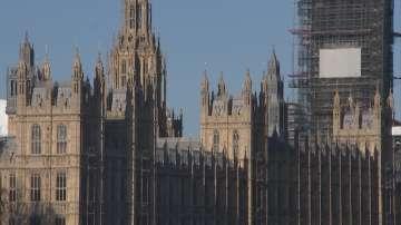 Британският парламент подновява работа след решението на съда